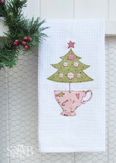 Shabby Art Boutique Tea Towel pattern 3 Christmas tree in a tea cup Christmas Towels, Christmas Tea, Christmas Sewing, Christmas Projects, Holiday Crafts, Applique Towels, Applique Patterns, Sewing Crafts, Sewing Projects