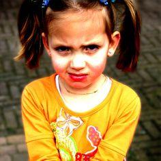 Criança que bate: como agir quando seu filho é agressivo com você. Acesse: http://mamaepratica.com.br/2015/11/04/crianca-que-bate-nos-pais-como-agir-quando-seu-filho-e-agressivo-com-voce/