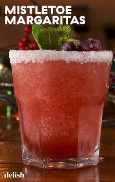 """""""Mistletoe Margaritas"""" Are So Boozy, They'll Knock Out Your Entire Crew This ChristmasDelish Christmas Cocktails, Holiday Cocktails, Holiday Parties, Christmas Dinner Menu, Christmas Party Food, Christmas Appetizers, Yummy Drinks, Yummy Food, Tasty"""