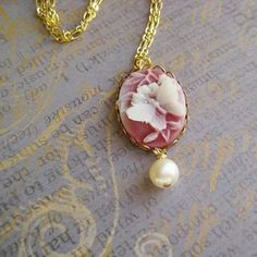 Vintage Style Cameo Pendant Necklace