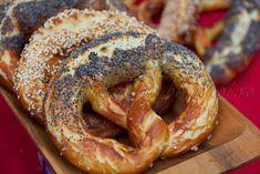 Gabriela's blog: COVRIGI PRETZEL Bread Recipes, Vegan Recipes, Romanian Food, How To Make Bread, Sweet Bread, Desert Recipes, International Recipes, Bagel, I Foods