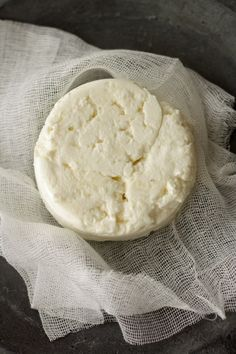 Fromage Frais - website is in French. Fromage Vegan, Fromage Cheese, My Recipes, Vegan Recipes, Cooking Recipes, How To Make Cheese, Goat Milk, Charcuterie, Ricotta