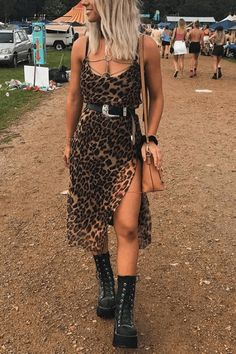 15 Trendy Coachella Looks To Rock At This Year's Festival - - Coachella outfits you'll love! The most important part of Coachella is planning the right outfits! Here are 15 Trendy Coachella looks! Edgy Outfits, Mode Outfits, Fall Outfits, Fashion Outfits, Rock Chic Outfits, Edgy Summer Outfits, Ibiza Outfits, Rave Outfits Men, Converse Outfits