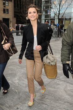 Keri Russell Rises and Shines on the Early Show Tan Pants, Work Pants, Keri Russell Style, Summer Outfits, Cute Outfits, Work Outfits, Summer Dresses, Look Blazer, Katie Holmes