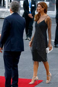 Juliana Avada Former First Lady of Argentina and Mauricio Macri Former President of Argentina Star Fashion, Fashion Outfits, Brigitte Macron, Fiesta Outfit, Gown Suit, Royal Clothing, Night Outfits, Party Fashion, Outfit Sets