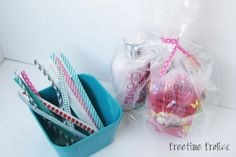 Easy and quick, DIY twist ties! Great idea to tie-off cellophane gifts (cake pops, cookies etc.). Use washi tape (or any cute tape) and floral wire.