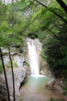 Wanderung zum Wasserfall von Aer in Tignale am Gardasee Hike to the waterfall of Aer in Tignale on Lake Garda Places To Travel, Travel Destinations, Places To Visit, Italy Holidays, Lake Garda, Camping Hacks, Beautiful Places, Road Trip, Hiking