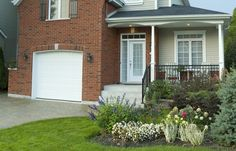 Does the Outside of Your Home Draw Potential Buyers Inside? See what tips RE/MAX has in store to spruce up curb appeal.