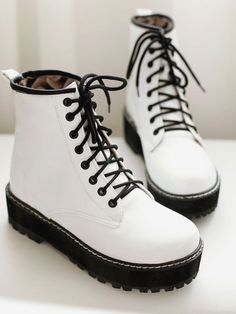Imagines,texts,pictures,scenarios and more. Fashion Boots, Sneakers Fashion, Shoes Sneakers, Heeled Boots, Shoe Boots, Aesthetic Shoes, Hype Shoes, Fresh Shoes, Pretty Shoes