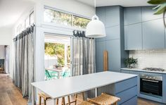 A spacious modern beach house renovation boasts 6 bedrooms, a self contained studio and contemporary but not cliche Australian coastal styling. Beach Chic Decor, Beach House Decor, Coastal Bedrooms, Coastal Homes, Beach House Kitchens, Home Kitchens, Modern Kitchens, Kyal And Kara, Dream Beach Houses