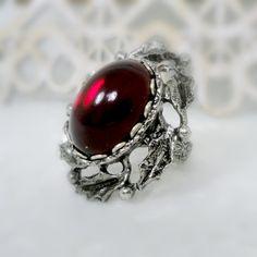 Gotische Cameo Ring Gothic Schmuck Rot Glas Ring roter Ring viktorianischen Ring Vampir Ring gotische Hochzeit Cosplay