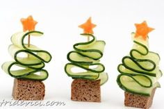 The Christmas table can be beautifully decorated: - Kids Christmas Snacks Christmas Snacks, Xmas Food, Christmas Appetizers, Kids Christmas, Christmas Trees, Party Finger Foods, Snacks Für Party, Toast Noel, Food Decoration
