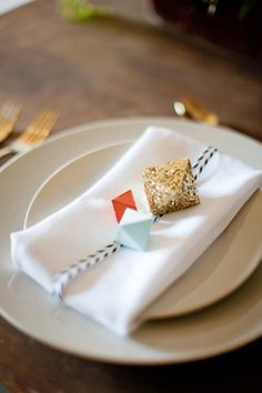 #Geometric shape day of #wedding stationery inspiration via Oh So Beautiful Paper: http://ohsobeautifulpaper.com/2014/07/wedding-stationery-inspiration-geometric-shapes/ | Place Setting: Little Cat Design Co. | Photo: Scott Michael Photography via Ruffled