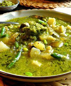 Plant-based Leek & Cauliflower soup with Broccoli Pesto (vegan + grain, gluten & sugar-free) - so nourishing & tasty - Opti Cook Leek And Cauliflower Soup, Cauliflower Recipes, Leek Soup, Vegetarian Recipes, Cooking Recipes, Healthy Recipes, Healthy Meals, Soup Recipes, Healthy Food