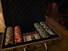 #Location Mallette poker (jetons, jeu de cartes, dés ) Disponible exclusivement sur www.placedelaloc.com #consocollab #poker