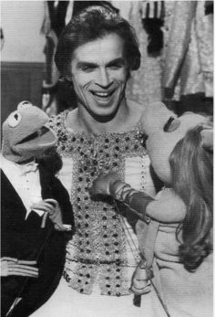 Nureyev with Kermit and Miss Piggy on The Muppet Show in 1977.
