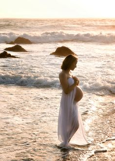 Wish I could have done this beach photo shoot when I was pregnant!  Exquisite!