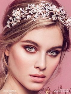 The chunky fresh water pearls add some fun to this sparkly headpiece. Tie it like a headband with the luxurious rayon grosgrain ribbon ties or don't hesitate to remove them and pin it on your hairdo or on the side using the side loops.