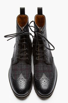 DSQUARED2 // BLACK PEBBLED LEATHER WOOL-TRIMMED WINGTIP