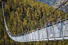 Svizzera. 500 metri nel vuoto: ecco la passerella più lunga del mondo - Repubblica.it