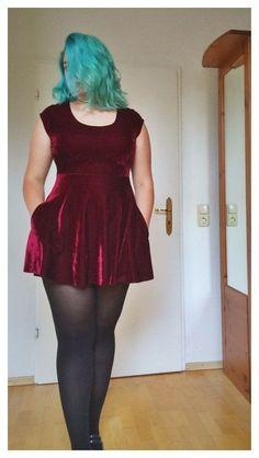 I just love everything from her hair to her shoes. Dark red velvet skater dress by Julia Badow Fat Fashion, Curvy Girl Fashion, Plus Size Fashion, Fashion Outfits, Fashion 2016, Plus Size Dresses, Plus Size Outfits, Legging Plus Size, Velvet Skater Dress