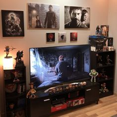 34 Fun Video Game Rooms For The Beginners Living Room Setup, Interior Design Living Room, Video Game Rooms, Game Room Design, Gamer Room, Game Room Decor, Game Controller, Xbox, Playstation