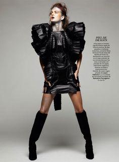 Publication:S Moda#22 September 2012  Models:Nadine PonceandElla Kandyba  Photographer:Satoshi Saikusa