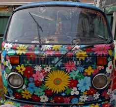 previews.123rf.com images ginaellen ginaellen0605 ginaellen060500081 399970-Bus-painted-with-flowers-Stock-Photo-van.jpg