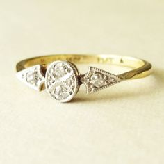 Art Deco Geometric Old Cut Diamant Ring, antik Gold Platin und Diam . Art Deco Geometric Old Cut Diamond Ring, Antique Gold Platinum and Diamond E… Art Deco Geometric Old Cut Diamant Ring, Antik Gold Platin und Diamant-Verlobungsring Ca. Größe US Art Deco, Art Nouveau, Antique Jewelry, Vintage Jewelry, Antique Art, Gold Platinum, 18k Gold, Casual Chique, The Bling Ring