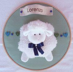 Quadro Maternidade Bastidor Carneirinho  ovelha,ovelhina, carneiro, porta de maternidade, guirlanda ovelhas, guirlanda, decoração de quarto de bebê, ,chá de bebê tema ovelha.