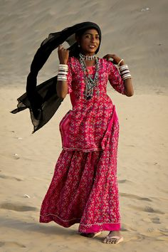 Girl in the Thar desert - Sam, Rajasthan, INDIA  Steven Goethals, via Flickr
