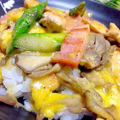 先日、関テレ雨上がり食楽部でやってた丼 鶏もも肉、ベーコン、舞茸、アスパラに卵と粉チーズでとじます - 167件のもぐもぐ - カルボナーラ風親子丼、ブロッコリーのサラダ by torakichi6