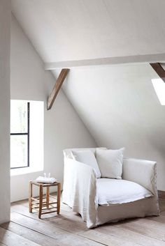 all white living - gorgeouse white armchair photo: Attic Rooms, Attic Spaces, Attic Apartment, Attic Bathroom, Attic Playroom, White Armchair, Modern Armchair, Living Spaces, Living Room