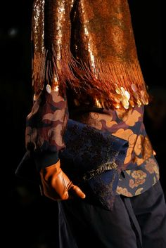 See detail photos for Dries Van Noten Fall 2015 Ready-to-Wear collection.