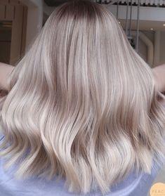 Light Blonde Hair, Blonde Hair Looks, Blonde Hair With Highlights, Brown Blonde Hair, Platinum Blonde Hair, Light Hair, Honey Hair, Balayage Hair, Brown Balayage