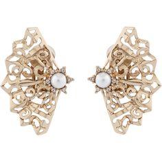 Oscar de la Renta Pearl Filigree Fan Clip Earrings (340 AUD) ❤ liked on Polyvore featuring jewelry, earrings, pearl, clip earrings, clip-on earrings, clip back earrings, vintage style earrings and pearl earrings