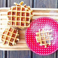 Apple pie waffles Low carb with roasted almonds - Waffeln - süß und herzhaft - Delicious Pancakes Law Carb, Waffles, Evening Meals, Sandwich Recipes, Eating Plans, Food Items, Vegetarian Recipes, Roast, Stuffed Peppers