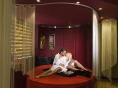 **** HOTEL WINZER WELLNESS & KUSCHELN  Zeit zu Zweit  #leadingsparesorts #wellness #wellnesshotel #hotel #urlaub #wellnessurlaub #romantic #love Pool Bar, Outdoor Lounge, Hotel Winzer, Hotel Gast, Massage, Spa, Das Hotel, Steam Bath, Cuddling