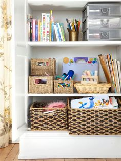 """""""Baskets+are+my+secret+weapon.+They+keep+me+organized.+I+have+tall+ones,+lidded+ones,+giant+picnic+baskets,+water+hyacinth+weaves.+Every+basket+holds+something+different.+I'm+always+picking+things+up+throughout+the+day.+I+don't+go+to+bed+until+everything+is+in+its+place.""""Photo:+Björn+Wallander"""