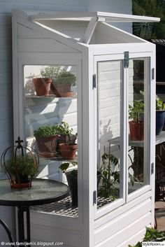 How to make the small greenhouse? There are some tempting seven basic steps to make the small greenhouse to beautify your garden. Lean To Greenhouse, Cheap Greenhouse, Backyard Greenhouse, Greenhouse Plans, Balcony Gardening, Greenhouse Film, Underground Greenhouse, Greenhouse Shelves, Homemade Greenhouse