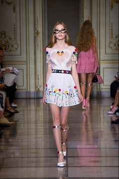 Catwalk photos and all the looks from Vivetta Spring/Summer 2016 Ready-To-Wear Milan Fashion Week Bad Fashion, Runway Fashion, High Fashion, Fashion Show, Fashion Design, Milan Fashion, Moncler, Dior, Vivetta