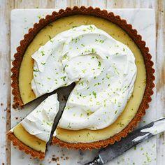 Key Lime Pie - recept på syrligt god paj   Mitt kök Key Lime Pie Recept, Bagan, Roy Fares, Cookie Cake Pie, Yellow Foods, Delicious Deserts, Date Dinner, Pie Dessert, Crunches