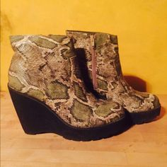 Denna & Ozzy snake skin wedge! The shoes that will add all the fleekness to your wardrobe! So comfortable and true to size! Looks adorable with some boyfriend jeans and black leather jacket. Urban Outfitters Shoes Wedges
