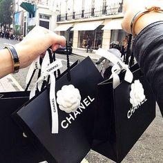 Imagem de chanel and shopping