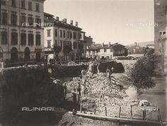 Verona - Rubble around Castelvecchio in Verona, the day after the flood of Adige, 22 September 1882, Date of photography:1882, Credits: Fratelli Alinari Museum Collections, Florence