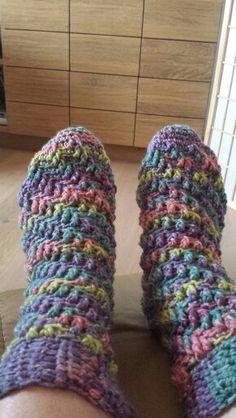 Gehäkelte Spiralsocken Slippers, Crochet, Accessories, Fashion, Breien, Moda, Fashion Styles, Slipper, Ganchillo
