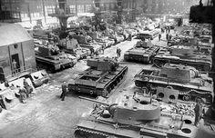 WW2 Photos - KV-1 factory, Chelyabinsk 1942