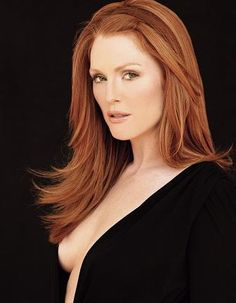 Julianne Moore is the queen of natural redheads!!! Our fair ladies, take your lead from this soft blend of auburn and strawberry blonde