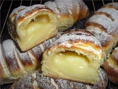 How to Make a Creamy Donut? We have prepared another delicious recipe. We make a cream muffin from pastry recipes. Our recipes, cake, donut recipes . Pastry Recipes, Cooking Recipes, Donut Recipes, The Kitchen Food Network, Breakfast Recipes, Dessert Recipes, Greek Desserts, Most Delicious Recipe, Sweet Pastries