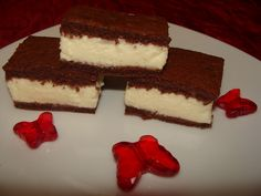 Kinder tejszelet – a süti amibe beleszeretsz! Omlós sütike, ínycsiklandó tejszínes krémmel…